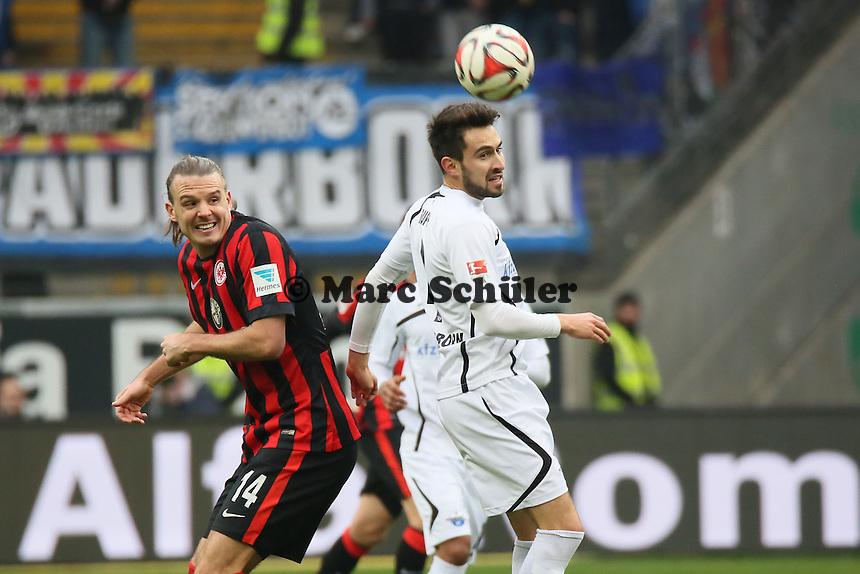 Lukas Rupp (Paderborn) gegen Alex Meier (Eintracht) - Eintracht Frankfurt vs. SC Paderborn 07, Commerzbank Arena