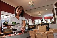 Europe/France/Midi-Pyrénées/31/Haute-Garonne/Toulouse: Caroline Bert  Boutique Château Lagrezette [Non destiné à un usage publicitaire - Not intended for an advertising use]