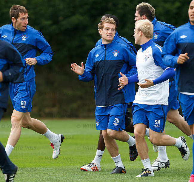 Steven Davis training and looking ready for action