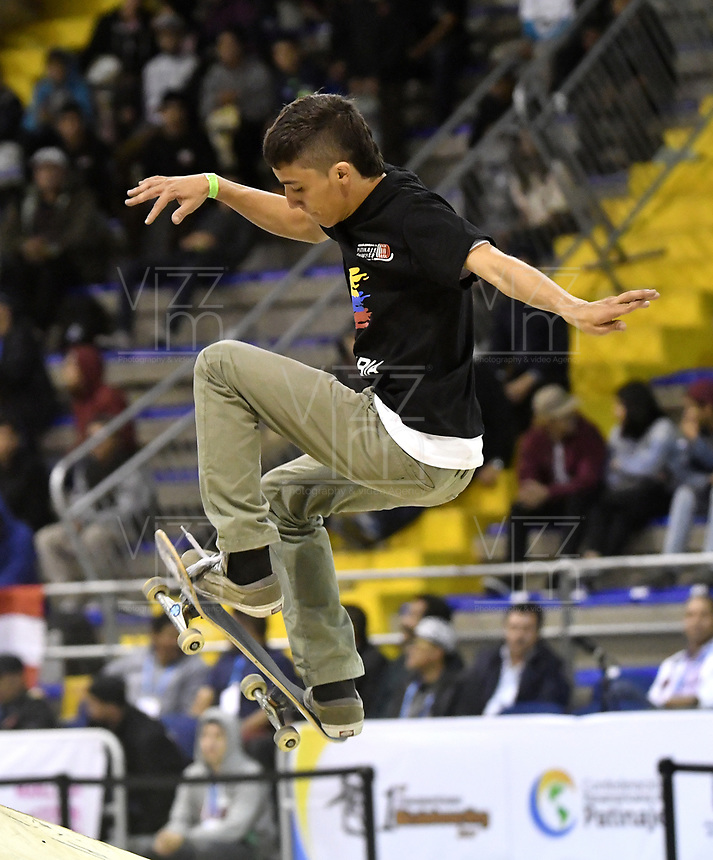 BOGOTA - COLOMBIA - 12 - 08 - 2017: Santiago Echavarria, Skater de Colombia, durante competencia en el Primer Campeonato Panamericano de Skateboarding, que se realiza en el Palacio de los Deportes en la Ciudad de Bogota. / Santiago Echavarria,  Skater from Colombia, during a competitions in the First Pan American Championship of Skateboarding, that takes place in the Palace of Sports in the City of Bogota. Photo: VizzorImage / Luis Ramirez / Staff.
