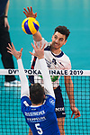 24.02.2019, SAP Arena, Mannheim<br /> Volleyball, DVV-Pokal Finale, VfB Friedrichshafen vs. SVG LŸneburg / Lueneburg<br /> <br /> Block David Sossenheimer (#5 Friedrichshafen) - Angriff Ryan Sclater (#15 Lueneburg)<br /> <br />   Foto © nordphoto / Kurth