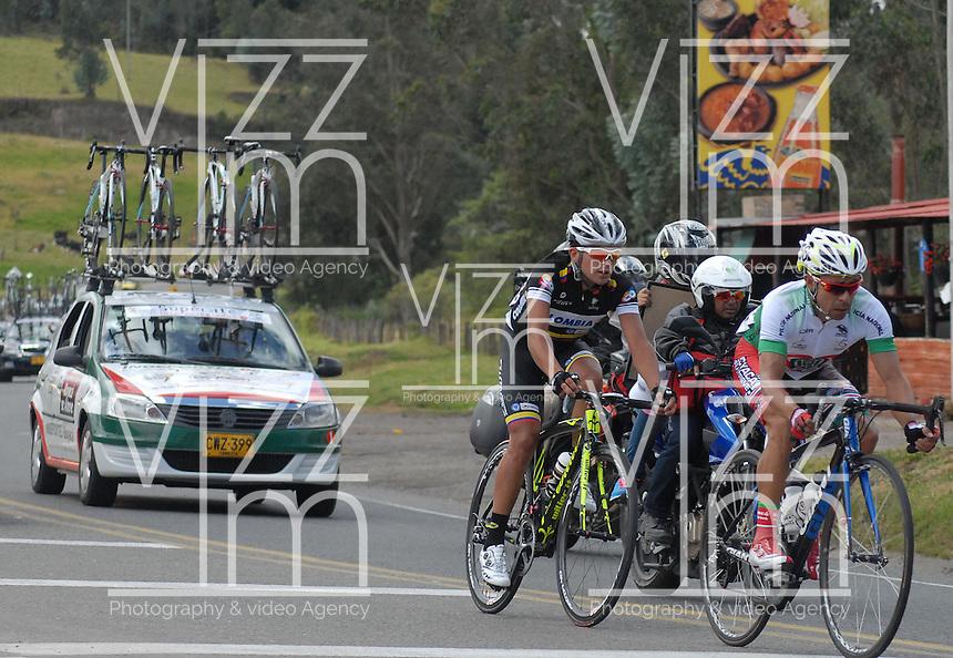 COLOMBIA. 08-08-2014. Un lote de ciclistas durante la etapa 3, Barbosa – Chiquinquirá – Tunja – 123.2 Km, de la Vuelta a Colombia 2014 en bicicleta que se cumple entre el 6 y el 17 de agosto de 2014. / A group of cyclists during the stage 3, Barbosa – Chiquinquira – Tunja – 123.2 Km, of the Tour of Colombia 2014 in bike holds between 6 and 17 of August 2014. Photo:  VizzorImage/ José Miguel Palencia / Str
