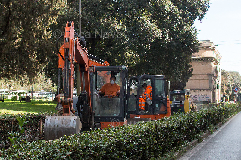Road workers: allowed.<br />