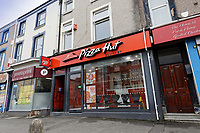 2019 04 17 Pizza Hut is closed down after officers discover mouse droppings, Swansea, Wales, UK