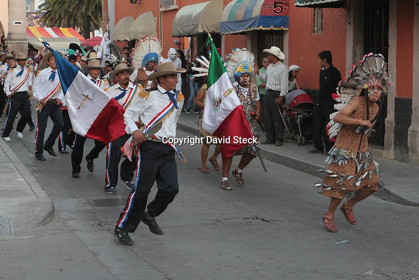 San Jos&eacute; Iturbide, Gto. 05 Abril 2015.- El domingo de Pascua se llev&oacute; a cabo el tradicional desfile de danzantes, diablos y m&aacute;scaras por el centro de San Jos&eacute; Iturbide, terminando en la plazuela Las Atarjeas. <br /> <br /> Posteriormente  se declamaron pregones para enjuiciar a los &quot;Judas&quot;, quienes este a&ntilde;o fueron representados por botargas de cart&oacute;n representando personajes de la pol&iacute;tica, as&iacute; como los partidos pol&iacute;ticos y la censura. <br /> <br /> La fiesta popular fue amenizado por el conjunto huapanguero &quot;Cacho y sus Ases&quot; terminando en baile popular.<br /> <br /> Foto: David Steck / Obture