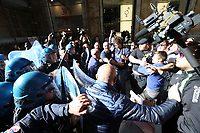 SContri tra Manifestanti e polizia durant la visita del ministro degli Interni Matteo Salvini a Napoliper un comitato per l'ordine e sicurezza a Napoli