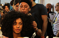 SÃO PAULO,SP, 26.10.2016 - SPFW-BACKSTAGE-CIRNANSCK - Backstage da grife Samuel Cirnasck na São Paulo Fashion Week N42 no Parque do Ibirapuera na região sul de São Paulo nesta quinta-feira, 27. <br /> <br /> (Foto: Fabricio Bomjardim/Brazil Photo Press)
