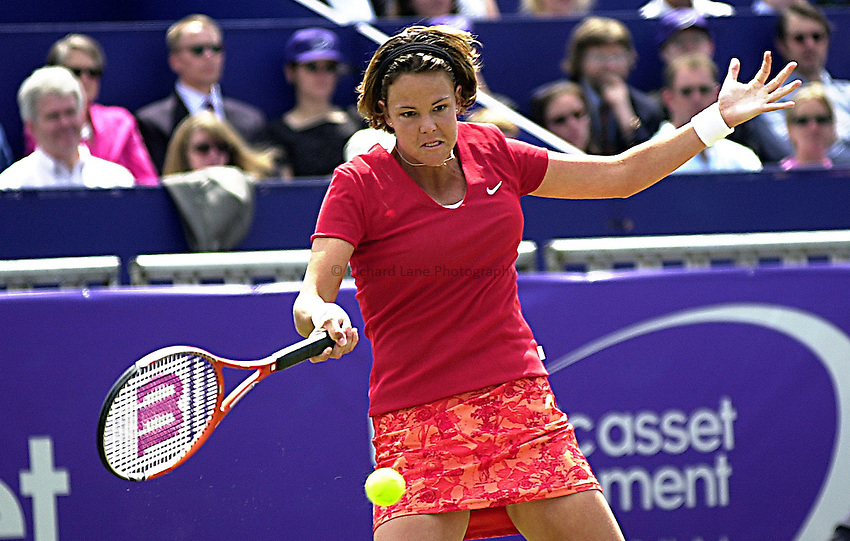 Photo. Rene Solari..23/6/01  .Eastbourne Day 6 - Finals.  Lindsay Davenport with a forehand smash against spanish Magui Serna to win the tournament..