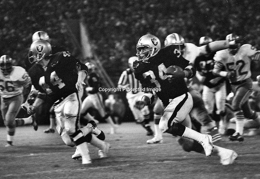 Oakland Raiders Harold Hart running behind blocker Marv Hubbard..pre-season game against the San Francisco 49ers...Aug 31,1975 (photo/Ron Riesterer)
