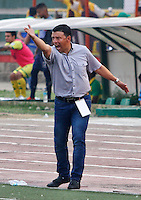 BUCARAMANGA - COLOMBIA - 13 - 03 - 2016: Nilton Bernal, técnico de Fortaleza FC, durante partido entre Atletico Bucaramanga y Fortaleza FC, la fecha 9 de la Liga Aguila I-2016, jugado en el estadio Alfonso Lopez de la ciudad de Bucaramanga.   / Nilton Bernal, coach Fortaleza FC, during a match between Atletico Bucaramanga and Fortaleza FC, for the date 9 of the Liga Aguila I-2016 at the Alfonso Lopez Stadium in Bucaramanga city, Photo: VizzorImage  / Duncan Bustamante / Cont.