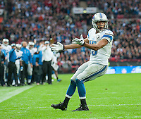26.10.2014.  London, England.  NFL International Series. Atlanta Falcons versus Detroit Lions. Lions' RB Theo Riddick [25] appeals to the umpire claiming pass interference.