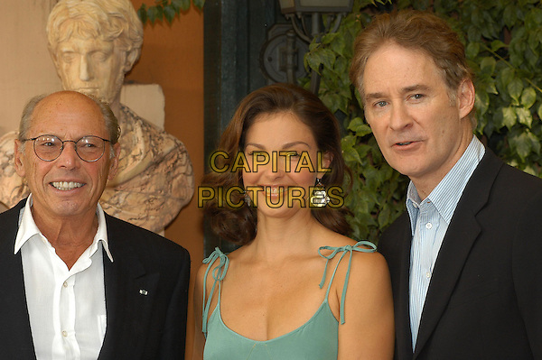 "IRWIN WINKLER, ASHLEY JUDD & KEVIN KLINE   .Photocall for Irwin Winkler film ""De-Lovely"" at the.Hotel Eden, Rome, Italy, 7th October 2004..half length green dress silver earrings .Ref: LC.www.capitalpictures.com.sales@capitalpictures.com.©Luca Cavallari/Capital Pictures ."