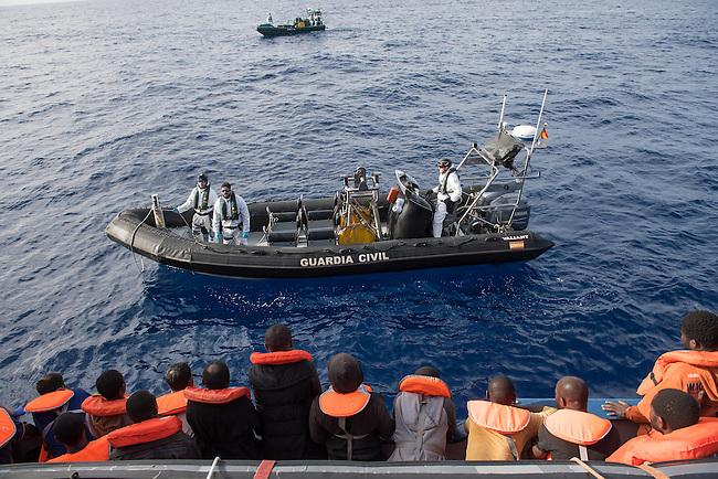 Sea Watch-2.<br /> Die Sea Watch-2 bei ihrer 13. SAR-Mission vor der libyschen Kueste.<br /> Die Sea Watch-2 hat am 22. Oktober 2016 knapp 200 Menschen an Bord aufgenommen. Sie mussten bis zum naechsten Tag auf dem Deck ausharren, bis das Kuestenwachenschiff &quot;Rio Segura&quot; der spanischen Kuestenwache, ein Schiff der Frontex-Mission, kam um sie nach Italien zu bringen.<br /> 23.10.2016, Mediterranean Sea<br /> Copyright: Christian-Ditsch.de<br /> [Inhaltsveraendernde Manipulation des Fotos nur nach ausdruecklicher Genehmigung des Fotografen. Vereinbarungen ueber Abtretung von Persoenlichkeitsrechten/Model Release der abgebildeten Person/Personen liegen nicht vor. NO MODEL RELEASE! Nur fuer Redaktionelle Zwecke. Don't publish without copyright Christian-Ditsch.de, Veroeffentlichung nur mit Fotografennennung, sowie gegen Honorar, MwSt. und Beleg. Konto: I N G - D i B a, IBAN DE58500105175400192269, BIC INGDDEFFXXX, Kontakt: post@christian-ditsch.de<br /> Bei der Bearbeitung der Dateiinformationen darf die Urheberkennzeichnung in den EXIF- und  IPTC-Daten nicht entfernt werden, diese sind in digitalen Medien nach &sect;95c UrhG rechtlich geschuetzt. Der Urhebervermerk wird gemaess &sect;13 UrhG verlangt.]