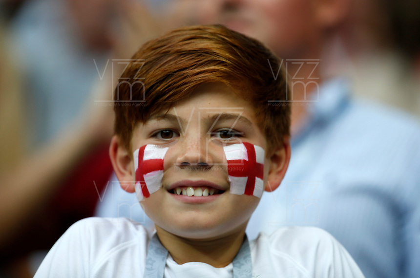 MOSCU - RUSIA, 11-07-2018: Un pequeño hincha de Inglaterra durante partido de Semifinales entre Croacia y Inglaterra por la Copa Mundial de la FIFA Rusia 2018 jugado en el estadio Luzhnikí en Moscú, Rusia. / A little fan of England during the match between Croatia and England of Semi-finals for the FIFA World Cup Russia 2018 played at Luzhniki Stadium in Moscow, Russia. Photo: VizzorImage / Julian Medina / Cont