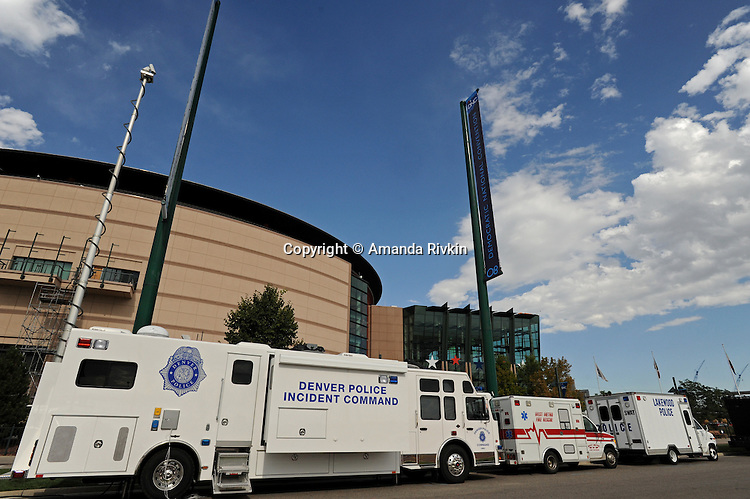 Police vehicles are parked outside the Pepsi Center, site of the Democratic National Convention, in Denver, Colorado on August 22, 2008.  With the arrival of 1,700 journalists, numerous delegates, Democratic Party officials and Democratic presidential candidate Barack Obama, security in Denver is tight.