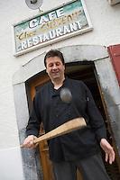 """Europe/France/Aquitaine/64/Pyrénées-Atlantiques/Esquiule: Jean-Bernard Hourçourigaray  onze fois champion de France de pelote basque et chef du restaurant """"Chez Château"""""""