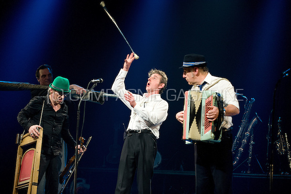 "Belgian cabaret and folk group De Nieuwe Snaar playing their last ever production ""Koñec"" in Meise (Belgium, 13/03/2012)"