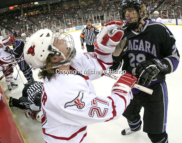 Nebraska-Omaha's JJ Koehler and Niagara's Kyle Rogers fight as UNO holds a 9-0 lead late in the second period. The No. 19 Nebraska-Omaha Mavericks beat Niagara 10-1 in the opening round of the Mutual of Omaha Stampede on Oct. 20, 2006. (Photo by Michelle Bishop)