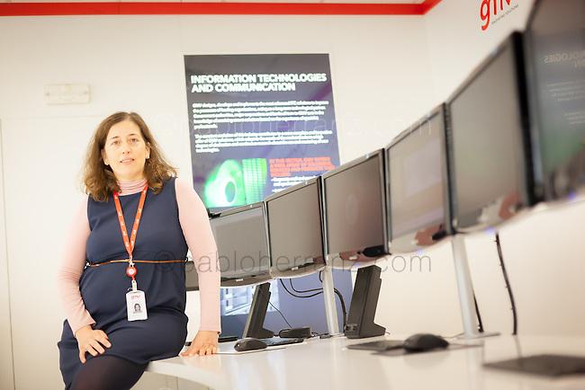 """Sesión de fotos con Rebeca López, de """"GMV"""" en sus oficinas de Tres Cantos, para Mother Tongue/Google."""