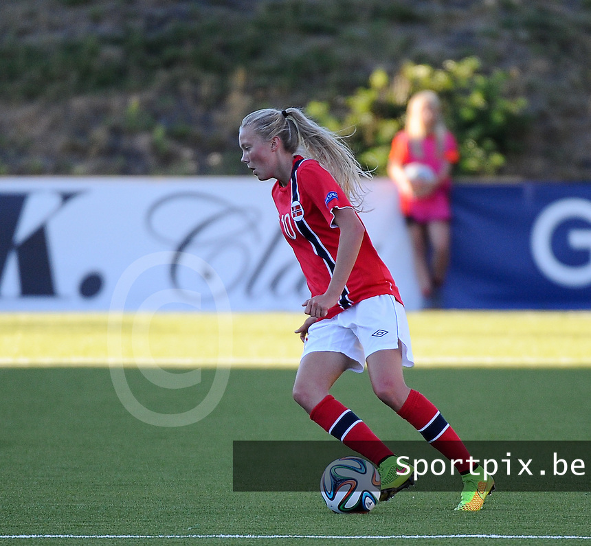 20140718 - Tonsberg , NORWAY : Norwegian Synne Jensen pictured during the female soccer match between Women under 19 teams of Norway and Belgium , on the second matchday in group A of the UEFA Women Under19 European Championship at Tonsberg Stadion , Norway . Friday 18th July 2014 . PHOTO DAVID CATRY