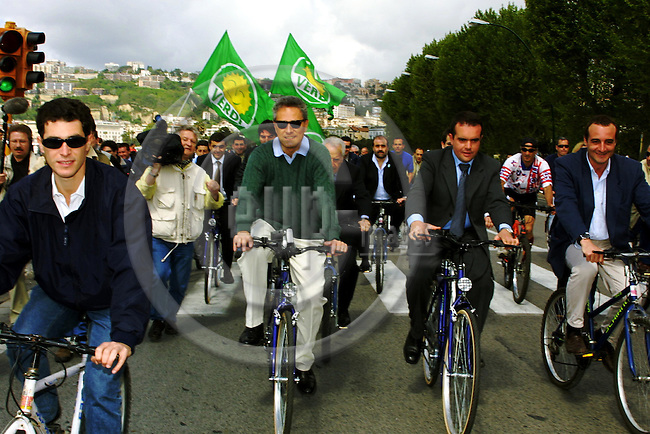 ITALY / NAPOLI 06, MAY 2001--Francesco RUTTELI (2nd L), the left-wing Prim Minister canditate cycling in the centre of Napoli.-- PHOTO: JUHA ROININEN / EUP-IMAGES
