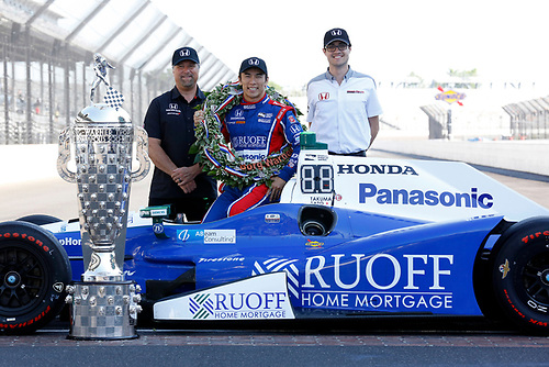 Verizon IndyCar Series<br /> Indianapolis 500 Winner Portrait<br /> Indianapolis Motor Speedway, Indianapolis, IN USA<br /> Monday 29 May 2017<br /> Takuma Soto poses for the 500 winner photos<br /> World Copyright: Phillip Abbott<br /> LAT Images<br /> ref: Digital Image abbott_indyD_0517_35384