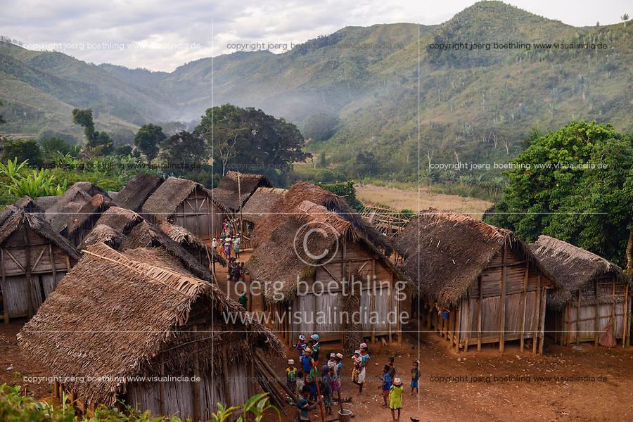 MADAGASCAR Mananjary, Vohilava, village Tanambao North, tribe Tanala  / MADAGASKAR Mananjary, Vohilava, Dorf Tanambao Nord wo Menschen der Volksgruppe der Tanala leben