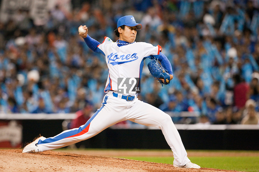 17 March 2009: #28 Suk Min Yook of Korea pitches against Japan during the 2009 World Baseball Classic Pool 1 game 4 at Petco Park in San Diego, California, USA. Korea wins 4-1 over Japan.