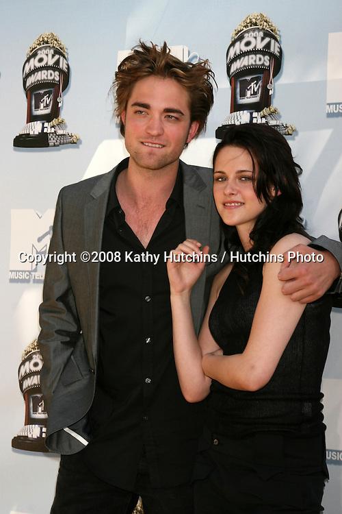 Robert Pattinson & Kristen Stewart.MTV Movie Awards 2008.Universal City.Los Angeles,  CA.May 31, 2008.©2008 Kathy Hutchins / Hutchins Photo .