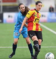 20191005  -  Diksmuide , BELGIUM : FWDM's Angelique Veracx and KV Mechelen's Laura Baetens  pictured in a duel during a footballgame between the womensoccer teams from Famkes Westhoek Diksmuide Merkem and KV Mechelen Ladies A , on the 5th matchday in the first division , 1e nationale , in Diksmuide - Belgium - saturday 5th october 2019 . PHOTO DAVID CATRY   Sportpix.be