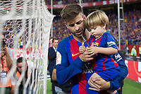 Gerard Pique of FC Barcelona and his son during the match of  Copa del Rey (King's Cup) Final between Deportivo Alaves and FC Barcelona at Vicente Calderon Stadium in Madrid, May 27, 2017. Spain.. (ALTERPHOTOS/Rodrigo Jimenez) /NortePhoto.com