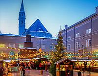Oesterreich, Salzburger Land, Salzburg: Christkindlmarkt am Domplatz | Austria, Salzburger Land, Salzburg: Christmas Fair at Down Town