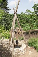 Ziehbrunnen, Zieh-Brunnen, Brunnen im Garten, draw well, draw wells