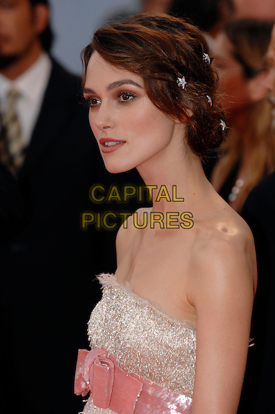 "KEIRA KNIGHTLEY.Opening Ceremonyat the ""Atonement"" premiere at the 64th Venice Film Festival (La Biennale di Venezia), Venice, Italy..August 29th, 2007.half length pink ribbon bow belt beaded strapless feather silver .Ref: CAP/PL.©Phil Loftus/Capital Pictures"