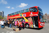 Nederland Amsterdam 2016 05 01.  Hop On, Hop Off bus bij centraal Station. Foto Berlinda van Dam / Hollandse Hoogte