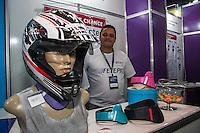 SÃO PAULO, SP, 21.10.2014 -  8ª FEIRA DE TECNOLOGIA DO CENTRO PAULA SOUZA (FETEPS) - Alunos da ETEC de Franca exibem, na 8ª Feira de Tecnologia do Centro Paula Souza um protetor de pescoço para motoqueiros, na tarde desta terça-feira (21), em São Paulo. Ao todo são 244 projetos desenvolvidos por estudantes das ETECs e FATECs do estado de São Paulo, 15 projetos desenvolvidos por alunos de outros países e mais 5 de outros estados do Brasil. (Foto: Taba Benedicto/ Brazil Photo Press)