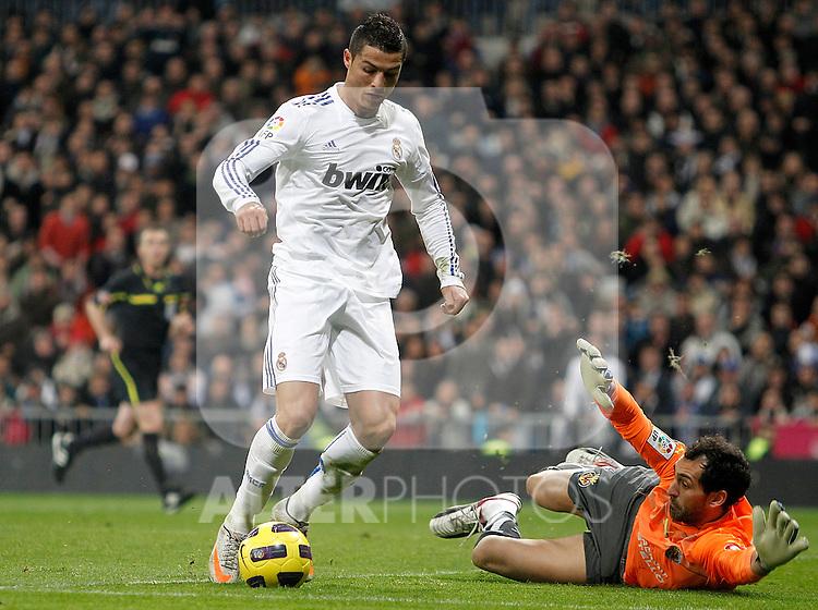 Real Madrid's Cristiano Ronaldo against Villareal's Diego Lopez during La Liga match. January 09, 2011. (ALTERPHOTOS/Alvaro Hernandez).