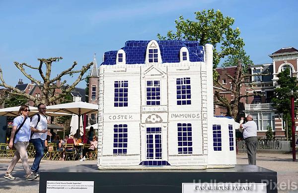 Nederland - Amsterdam - 2018.  Canal House Parade op het Museumplein. Gebouwen in het klein. Op de foto Coster Diamonds.     Foto Berlinda van Dam / Hollandse Hoogte.