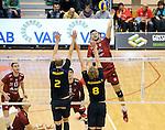2015-10-28 / Volleybal / seizoen 2015-2016 / Antwerpen - Amigos / Jacub Marci Wachnik (Antwerpen) met Relecom en Blondeel (8) tegenover zich<br /><br />Foto: Mpics.be