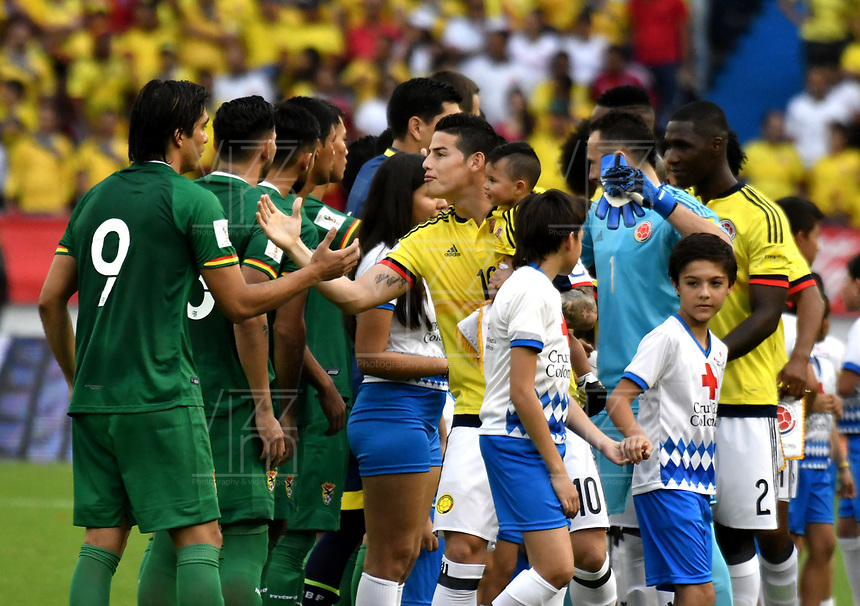 BARRANQUILLA – COLOMBIA - 23 – 03 -2017: Los jugadores de Colombia y Bolivia, durante partido entre los seleccionados de Colombia y Bolivia, de la fecha 13 válido por la clasificación a la Copa Mundo FIFA Rusia 2018, jugado en el estadio Metropolitano Roberto Melendez en Barranquilla. /  Players of Colombia and Bolivia, during match between the teams of Colombia and Bolivia, of the date 13 valid for the Qualifier to the FIFA World Cup Russia 2018, played at Metropolitan stadium Roberto Melendez in Barranquilla. Photo: VizzorImage / Luis Ramirez / Staff.