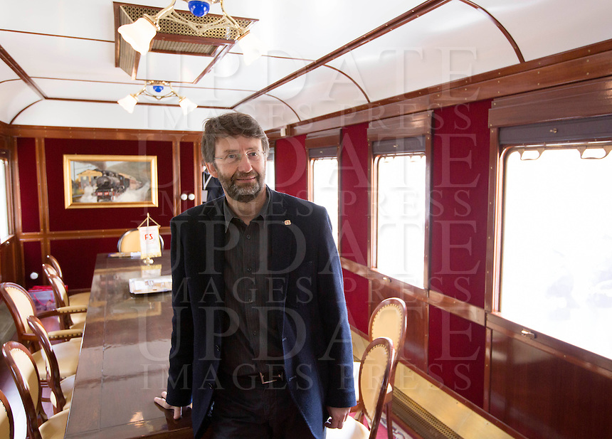 Il Ministro dei Beni Culturali e del Turismo Dario Franceschini ritratto nella sala riunioni di un treno d'epoca degli anni Venti in occasione della presentazione degli itinerari storici proposti dal Ministero dei Beni Culturali e del Turismo e dalla Fondazione FS Italiane, lungo il tracciato dell'antica ferrovia della Val d'Orcia, 11 aprile 2015.<br /> Italian Culture and Tourism Minister Dario Franceschini portrayed in the meeting room of a vintage train of the twenties traveling on the occasion of the presentation of the historical tours proposed by the Italian Culture and Tourism Minister and Fondazione FS Italiane (Italian Railways Foundation), along the Val d'Orcia, Tuscany, 11 April 2015.<br /> UPDATE IMAGES PRESS/Riccardo De Luca