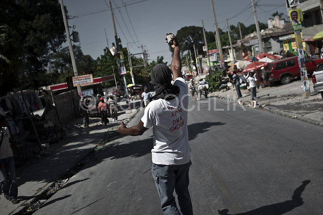 © Remi OCHLIK/IP3 - Port au Prince on 2010 november 24 - PORT-AU-PRINCE - Haiti needs a surge of foreign nurses and doctors to stem deaths from a raging cholera epidemic that an international aid operation is struggling to control, the United Nations' top humanitarian official said.About 1,000 trained nurses and at least 100 more doctors were urgently needed to control the epidemic, which has struck the impoverished Caribbean nation months after a destructive earthquake.The outbreak has killed more than 1,400 Haitians in five weeks and the death toll is climbing by dozens each day. Former Lavallas partisans demonstrate in the streets around the Champ de Mars place, protesting against Minustah, Cholera and Jude Celestin and his party INITE