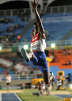 CALI - COLOMBIA - 16-07-2015: Maikel Basso, de Cuba, Medalla de oro en la prueba de Salto Largo, en el estadio Pascual Guerrero sede, sede del IX campeonato Mundial de Atetismo Juvenil 2015.  / Maikel Basso, of Cuba gold medal in the test of the Long Jump Boys, in the Pascual Guerrero home of the IX World Youyh Campionshps -2015. Photos: VizzorImage / Luis Ramirez / Staff.
