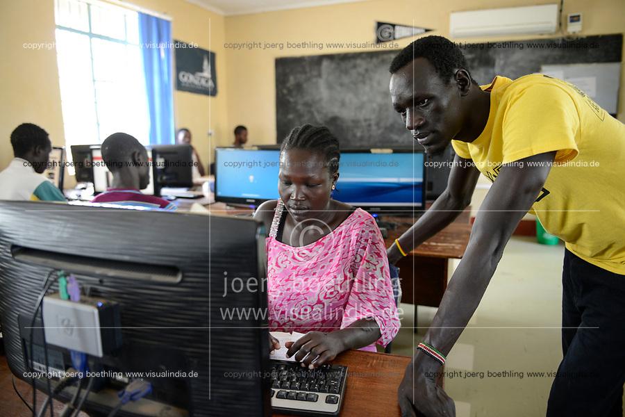 KENYA, Turkana, refugee camp Kakuma, JRS online university , distance learning for refugees / KENIA, Turkana, Fluechtlingslager Kakuma, JRS Jesuit refugee service, online Universitaet, Fernstudium fuer Fluechtlinge