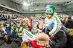 Stockholm 2015-03-14 Bandy SM-final herrar Sandvikens AIK - V&auml;ster&aring;s SK :  <br /> V&auml;ster&aring;s Jonas Nilsson h&auml;lsar p&aring; en ung V&auml;ster&aring;ssupporter efter matchen mellan Sandvikens AIK och V&auml;ster&aring;s SK <br /> (Foto: Kenta J&ouml;nsson) Nyckelord:  SM SM-final final Bandyfinal Bandyfinalen herr herrar VSK V&auml;ster&aring;s SAIK Sandviken jubel gl&auml;dje lycka glad happy supporter fans publik supporters