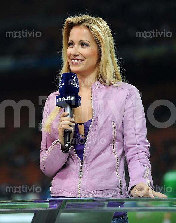 FUSSBALL   CHAMPIONS LEAGUE   SAISON 2010/2011   GRUPPE  A  Inter Mailand - Werder Bremen     29.09.2010 TV Moderatorin Andrea Kaiser