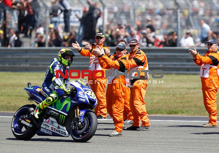 Monster Energy Grand Prix de France in Le Mans 15.-17.05.2015, Free Practice, Warm Up, Rennen<br /> <br /> 46 Valentino Rossi / Italien laesst sich feiern<br /> <br /> Foto &copy; nordphoto / FSA