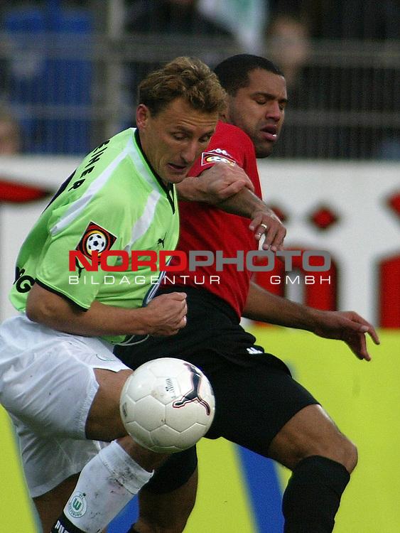 Fussball - Bundesliga<br />  VFL Wolfsburg vs SV Werder Bremen 2:0<br /> packendes Duell zwischen Frank Greiner und Ailton<br /> [Foto &copy; nordphoto -  Foto ist honorarpflichtig! zzgl. gesetzl. MwSt.<br />  Belegexemplar erforderlich<br /> Adresse: nordphoto<br /> Georg-Reinke-Strasse 1<br /> 49377 Vechta