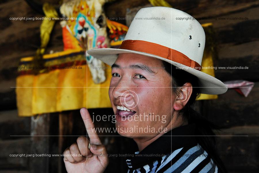 CHINA Yunnan Lugu Lake , ethnic minority Mosuo who are buddhist and women have a matriarch / CHINA Provinz Yunnan , ethnische Minderheit Mosuo am Lugu See , die Mosuo sind Buddhisten und Mosuo Frauen ueben ein Matriarchat aus, Sohn von Frau Zhi Maa im Dorf Nisai
