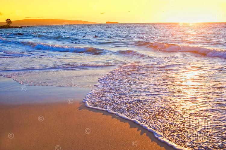 Sunset at Maluaka Beach, Makena, south Maui coastline